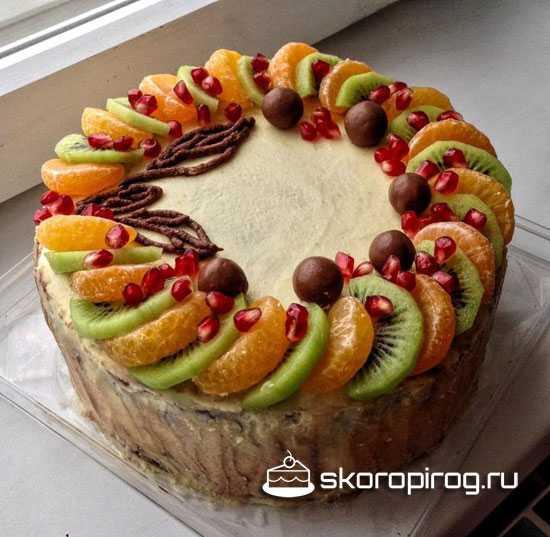 Как украсить сметанник фруктами